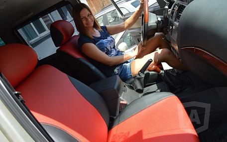 Вариант расцветки и материала авточехлов для Toyota Carina E вариант 2